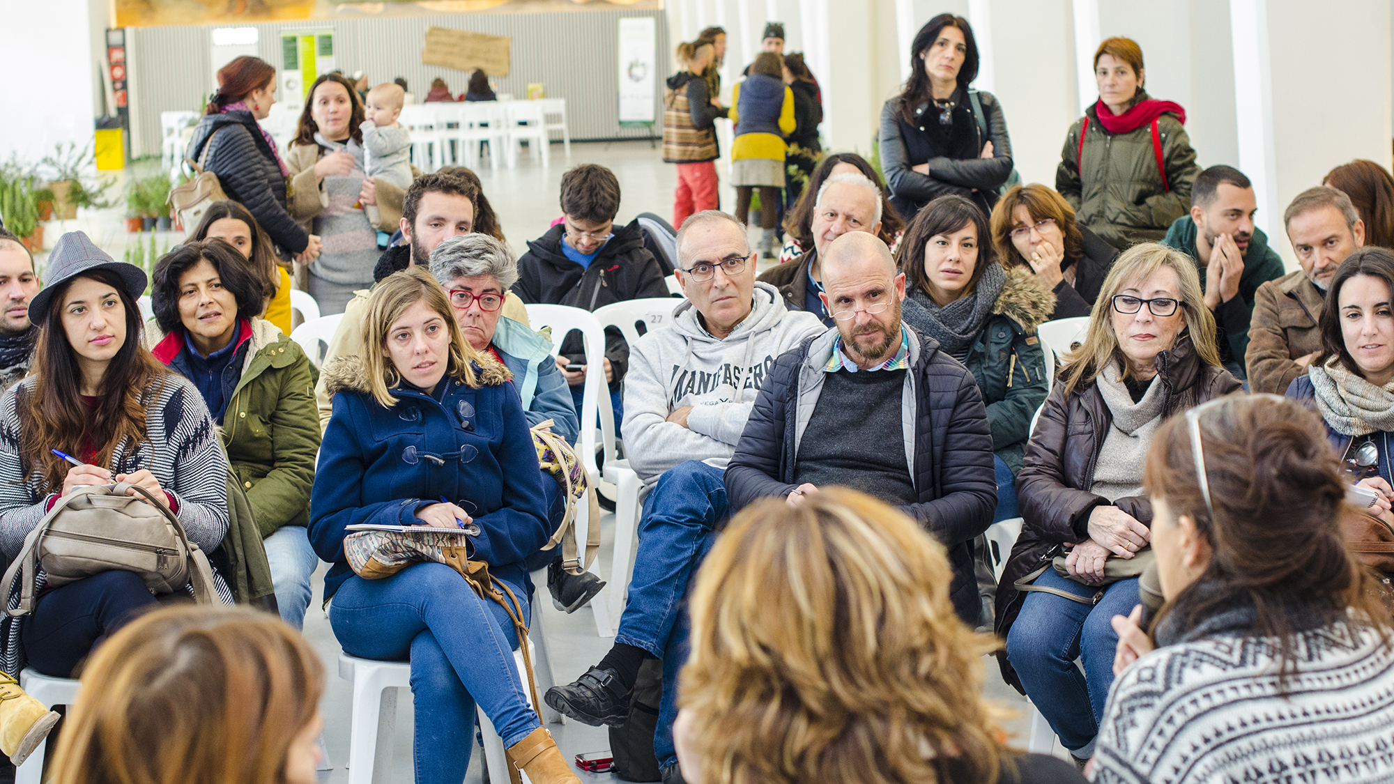 Photographie pour l'événement de l'économie solidaire à Alicante Redémarrer le système Alacant Desperta.