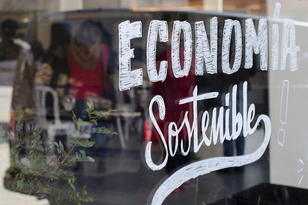 Photographie pour l'événement à Alicante de l'économie solidaire à Alicante Redémarrer le système Alacant Desperta.