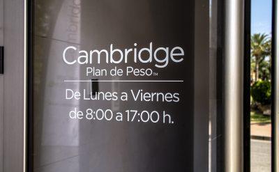 Instal·lació i impressió de vinils al Campello per a Cambridge Weight Plan
