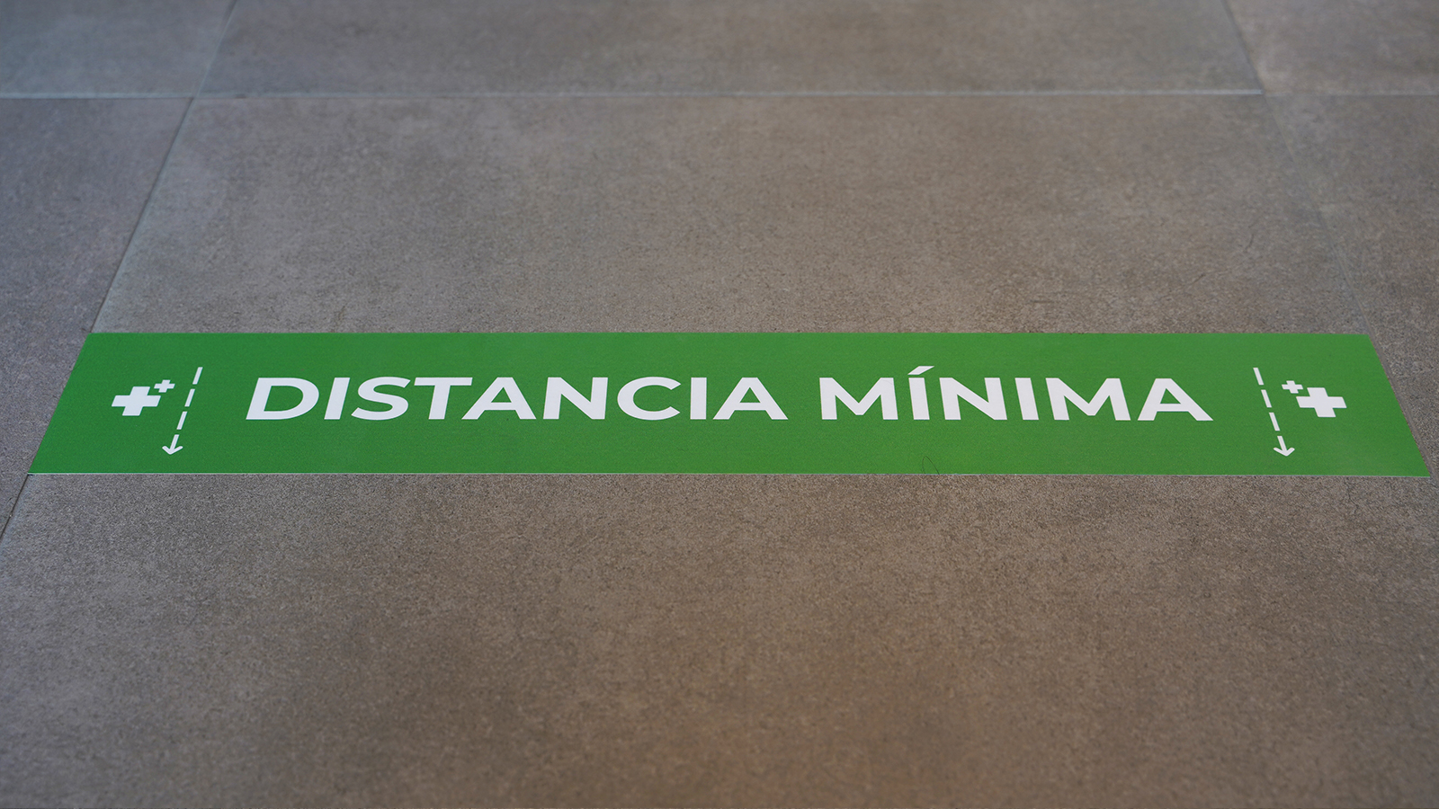 señal distancia de seguridad verde - farmacias