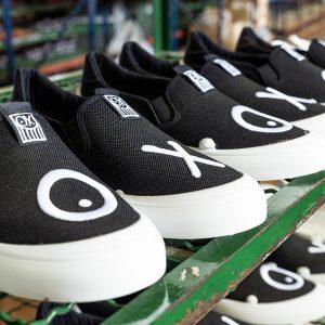 Grabación de fabricación de calzado reciclado y fotografía en Elche